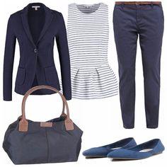 Look semplice ed elegante, comodo e pratico sia per una giornata all'università che in ufficio. Pantalone blu, classico e versatile, top peplum e giacca sportiva