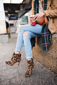 You'll either love them or hate them, I personally love leopard print boots. Leopard Ankle Boots, Leopard Print Boots, Winter Outfits, Casual Outfits, Cute Outfits, Plaid And Leopard, Swagg, Autumn Winter Fashion, What To Wear
