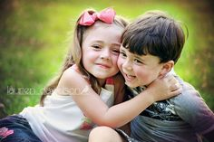 Picture with young boy and girl. Kid Pics, Kid Photos, Family Pics, Family Posing, Family Portraits, Sibling Photo Shoots, Sibling Photos, Sibling Photography, Children Photography