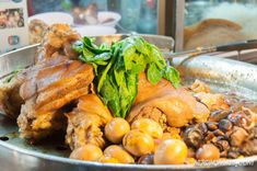 Bangkok is the best place to eat authentic and delicious Thai food. Here are our 11 favorite places to eat the best Thai food in Bangkok! Bangkok Restaurant, Best Thai Food, Pork Leg, Wat Pho, Food Spot, Best Places To Eat, Thai Recipes, Eating Well