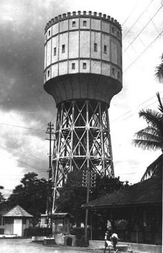The water tower from 'Ayer Beresih' in Medan Old Pictures, Old Photos, Dutch East Indies, Dutch Colonial, Water Tower, Medan, 16th Century, History, Building
