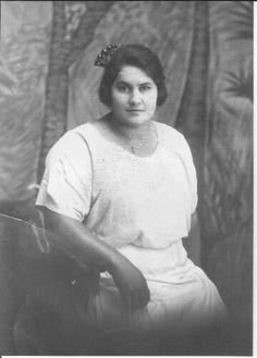 Younger picture of my Great grandmother Erana Kaaka....my grandad, Joseph Hohepa Anderson's mama. ...she is stunning.