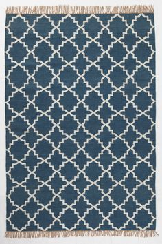 Vakkert teppe i ullkvalitet med frynser på kortsidene.<br><br>For økt sikkerhet og komfort, benytt antiglimatte som holder teppet på plass. Antiglimatten finnes i flere ulike størrelser. <br><br>100% ull<br>Rengjøres ved støvsuging/skumvask