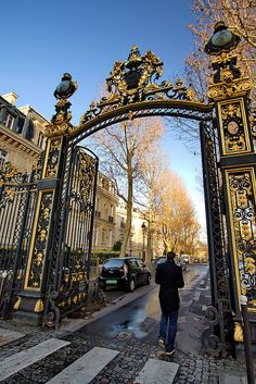 Paris - Parc de Monceau, photo: Massimo Ferracini I can feel the air! Places Around The World, Oh The Places You'll Go, Places To Travel, Places To Visit, Around The Worlds, Paris Travel, France Travel, Paris France, Image Paris