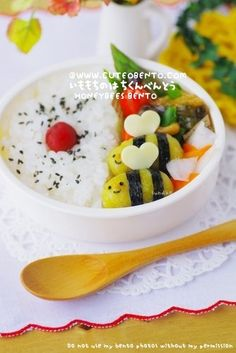 bumble bees for bento (dumplings with curry powder and nori) Bento Box Lunch For Kids, Bento Kids, Cute Bento Boxes, Lunch Box, Bento Food, Lunch Ideas, Japanese Lunch, Japanese Food, Cute Food