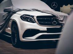 Gute Nacht aus Genf! [Mercedes-AMG GLS 63S 4matic: Kraftstoffverbrauch kombiniert: 123 l/100km | CO Emission: 288 g/km]  #X166 #MercedesAMG #AMG #GLS63 #Smodell #4matic #SUV #Diamantweiss #Perfromance #Affalterbach #onemanoneengine #GIMS #Geneva by mercedesbenz_de