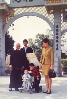 SWK Ip Man - Ip Ching and Wife and Grandsons (Colour)