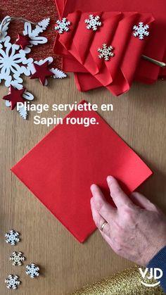 Paper Napkin Folding, Christmas Napkin Folding, Christmas Napkins, Christmas Ornament Crafts, Xmas Crafts, Christmas Crafts, Paper Crafts, Deco Table Noel, Christmas Table Settings