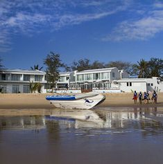 A quality holiday experience awaits you when you book your special package deal to Hotel Tofo Mar overlooking the magnificent Praia do Tofo on Mozambique's spectacular coastline. Maputo, Package Deal, Bus Travel, Sea Fishing, Whale Watching, Beach Resorts, Hotel Offers, Kayaking, Surfing