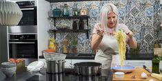 """Katso video – Vappu Pimiä: """"Tämä pastakastike valmistuu siinä ajassa, kun pasta kiehuu – en ole tavannut vielä ihmistä, joka ei tästä tykkäisi!"""" Food And Drink, Eat"""