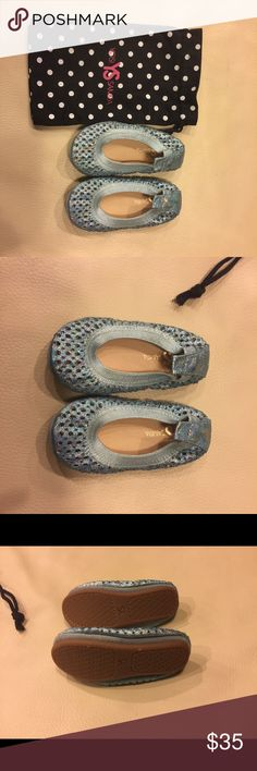 Yosi Samra Toddler Sparkly Flats Beautiful Yosi Samra Toddler Flats in beautiful blue. Effect for the little Cinderella or Frozen fan. The flats were only tried on but my baby refused to keep them on for more than a minute. Yosi Samra Shoes Dress Shoes
