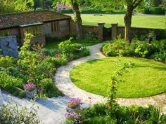 Circular lawn emphasized by abutting path and arc of planting. Circular lawn emphasized by abutting path and arc of planting. Circular Garden Design, Circular Lawn, Small Garden Design, Back Gardens, Small Gardens, Outdoor Gardens, Lawn And Garden, Garden Paths, Border Garden