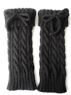 Polaina with braids. - Everything About Knitting Crochet Boot Socks, Crochet Leg Warmers, Knitted Slippers, Knitting Socks, Knit Crochet, Knee Socks Outfits, Over The Knee Boot Outfit, Knitted Cape, Boot Cuffs