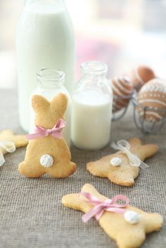 Recipe: Simple and fast Easter biscuits - Ostern ● Easter - DIY & Crafts Baking Recipes, Cookie Recipes, Snack Recipes, Dessert Recipes, Easter Biscuits, Cookies Et Biscuits, Sugar Cookies, Easter Cookies, Easter Treats