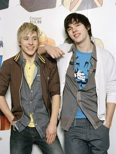 Mitch Hewer and Nicholas Hoult (Maxxie and Tony) Nicholas Hoult Skins, Skins Generation 1, Mitch Hewer, Skin Aesthetics, Stylish Street Style, Warm Bodies, Skins Uk, Cute Gay Couples, Series Movies
