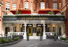 A glamorous stay at a luxury London hotel next to St James's Park, with breakfast and afternoon tea