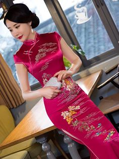 Odin's Grey Hawk — ka-go-me: . Asian Style, Chinese Style, Chinese Gown, Asian Fashion, Chinese Fashion, Japanese Fashion, Cheongsam Dress, Beautiful Asian Women, Traditional Dresses