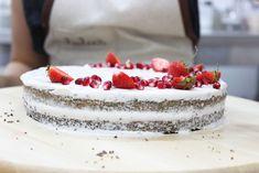 Russell Hobbs Maková torta #Lulusbakery Victoria Sponge Wedding Cake, Hobbs, Wedding Cakes, Bakery, Facebook, Videos, Desserts, Food, Wedding Gown Cakes