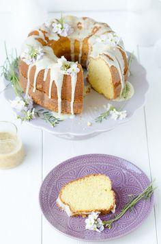 Egg liqueur bundt cake // Saftiger Eierlikör-Gugelhupf mit Mohn // Baking Barbarine