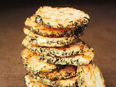 Spröda parmesankex från Brunkebergs bageri. Receptet ger ca 30 st.