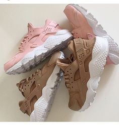 shoes nike hurraches nude nike huarache pink beige white hurraches nike shoes trainers huarache pink huarache rose huarache sneakers brown huarache nike sneakers brown light brown and pink huaraches