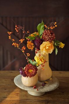 use squash gourds to make unusual centerpiece arrangements for fall...