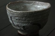 Karatsu-yaki Japanese tea bowl by Nishioka Koju. 西岡小十 絵唐津茶碗