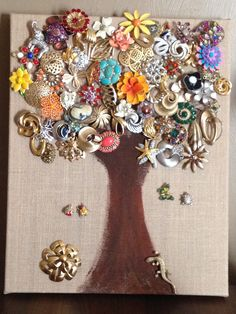 I am in love with my DIY brooch display. I'm a broochanista! I love my brooches. Vintage brooch collection.