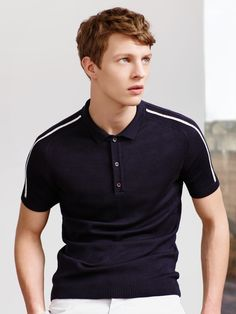ZARA This lightweight polo looks great with the white chinos Polo Shirt Outfits, T Shirt Polo, Polo Sweater, Polo Outfit, Polo Shirt Style, Collared Sweatshirt, Moda Professor, Golf Fashion, Mens Fashion