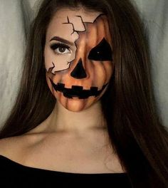 Looking for for ideas for your Halloween make-up? Browse around this website for cute Halloween makeup looks. Visage Halloween, Fröhliches Halloween, Cute Halloween Makeup, Halloween Pumpkin Makeup, Pumpkin Costume, Halloween Face Paint Scary, Scary Face Paint, Trendy Halloween, Halloween Makeup Tutorials