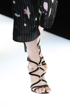 Τι παπούτσια θα φορέσεις φέτος - JoyTV