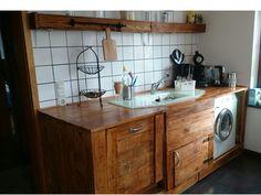 """Wunderschöne rustikale Küche, einfach selbst gebaut - """"Küche aus Europaletten""""! Details findet ihr hier: http://www.toom-baumarkt.de/selbermachen/kreativwerkstatt/details/kueche-aus-europaletten-2993/ #Baumarkt #toomBaumarkt#toomTeam #Heimwerken #DIY"""