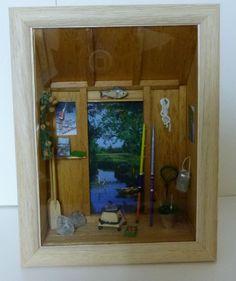 vitrine miniature cabane de pêcheur Vitrine Miniature, Miniatures, Bathroom Medicine Cabinet, Display Cases, Crafts, Minis
