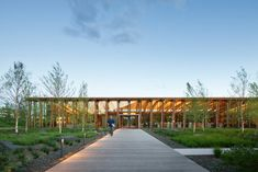 Graham Baba designed the headquarters Washington Fruit & Produce Company, located in Yakima, Washington. Surrounded by the world's most high-tech Seattle Architecture, Architecture Awards, Contemporary Architecture, Plaza Design, Patio Interior, Water Resources, News Around The World, Zaha Hadid Architects, Yard Design