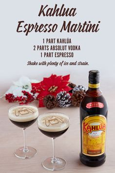Kahlua Espresso Martinis Shake 1 part Kahlua, 2 parts Absolut Vodka, and 1 part espresso with plenty of ice, then strain into a small cocktail glass to get rid of the small ice chips. Shake for 10 seconds for optimal frothiness. Snacks Für Party, Party Drinks, Fun Drinks, Yummy Drinks, Alcoholic Drinks, Beverages, Coffee Cocktails, Cocktail Drinks, Cocktail Glass