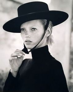 Kate Moss by Bruce Weber. Supermodel model fashion hat black and white photography Bruce Weber, Kate Moss, Ella Moss, Gaucho, Vogue Paris, Fashion Models, Trendy Fashion, Festival Make Up, Moss Fashion