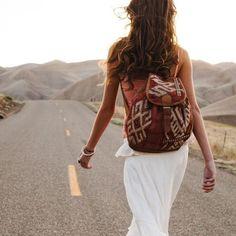 O estilo boho pode estar com você aonde for, as mochilas com estampa étnica são perfeitas para seu look do dia-a-dia.