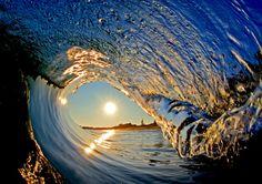 Havaiano tira fotos de interior de ondas gigantes