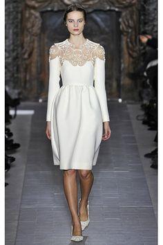 um vestido lindo e curto da Valentino, super acessível, rsrs