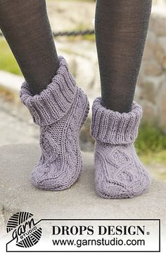 Celtic Dancer - Knitted DROPS slippers with cables in Nepal. Size 35 - - Free pattern by DROPS DesignRavelry: Celtic Dancer pattern by DROPS design Uses Aran weight yarn stitches and 22 rowsItems similar to Hand Knitted slippers / socks with cables i Knit Slippers Free Pattern, Baby Shoes Pattern, Shoe Pattern, Knitted Slippers, Slipper Socks, Knitting Patterns Free, Free Knitting, Baby Knitting, Finger Knitting