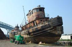 Abandoned Ships, Abandoned Places, Boat Drawing, Oil Platform, Float Your Boat, Tug Boats, Wooden Boats, Sailing Ships, Motor