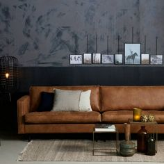 Leather sofa Rodeo Classic Chesterfield or 3 seater Cognac - Home Page Living Room Modern, Living Room Designs, Armoire Design, Royal Room, Loft Stil, Cosy Sofa, Brass Side Table, Classic Sofa, Classic Leather
