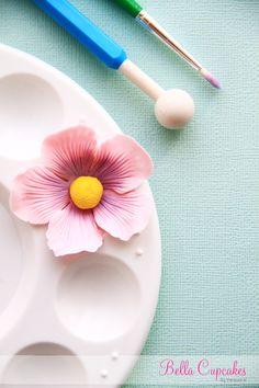 Bella Cupcakes: How to make a blossom flower