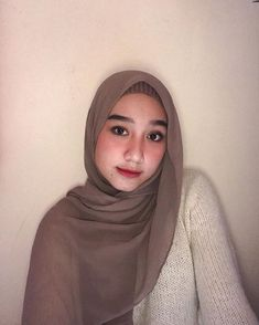 Hijab Fashion Inspiration, Style Inspiration, Muslim Hijab, Hijab Tutorial, Girl Hijab, Asian Beauty, Poses, Hijab Ideas, Womens Fashion