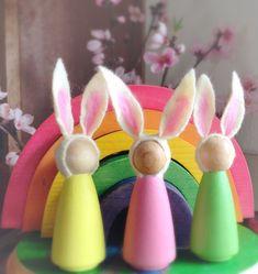 Bunny peg pop, waldorf geïnspireerd, hout konijn, eco-vriendelijk, hout en wol speelgoed, natuur tabel, decor van de kwekerij