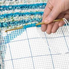 Locker hooking needle - A crochet hook with an eye. Thread yarn through the holes, picoting around needle, run the needle through to lock them with yarn! Braided Rug Tutorial, Rag Rug Tutorial, Locker Hooking, Rug Hooking, Diy Crochet, Crochet Hooks, Locker Rugs, Online Yarn Store, Latch Hook Rugs