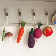 Felt Vegetable Decorations - make your own veggie bunting