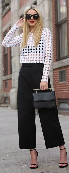 45 Stylish Fall Outfits With Cullotes fashion # fashion Look Fashion, Trendy Fashion, Fashion Outfits, Fashion Design, Fashion Trends, Spring Fashion, Fashion Black, Monochrome Fashion, Fashion Clothes