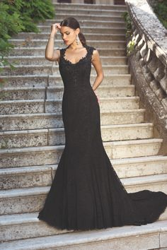 Wedding dress Loiret from the Emma Charlotte collection Colored Wedding Dress, Black Wedding Dresses, Formal Dresses, Fishing Wedding, Charlotte, Fishtail, Pretty Dresses, Fancy, Couture