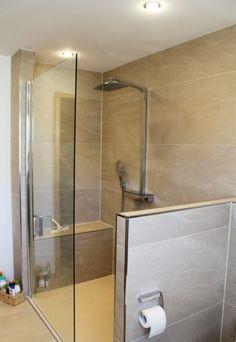 Dusche mit Sitzbank - offen gestaltet